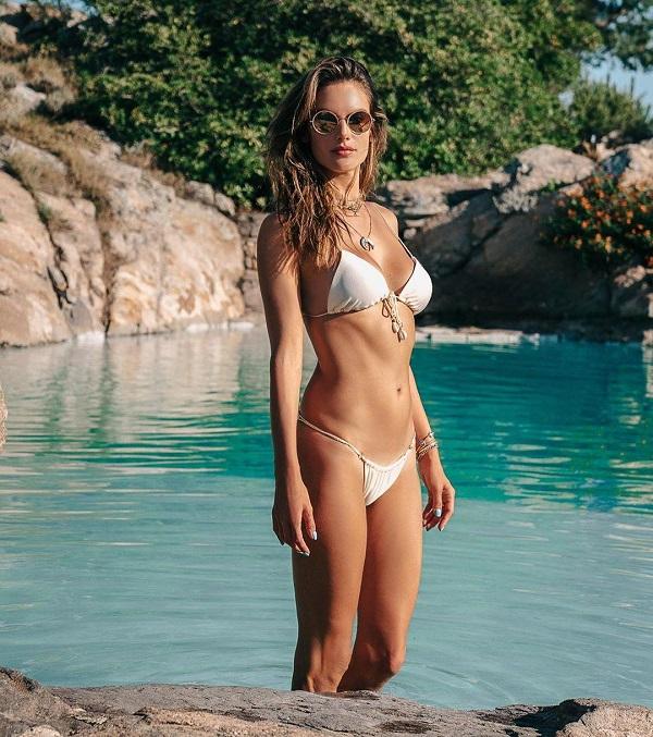 Алессандра Амбросио в купальнике
